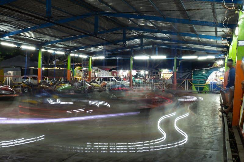 Porto Seguro, Brasile 14 agosto 2018 Automobili di paraurti in un parco di divertimenti di viaggio Viale del Michigan ed il migli fotografia stock libera da diritti