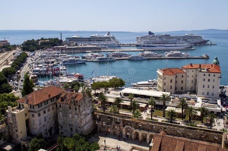 Porto spaccato della città fotografia stock libera da diritti