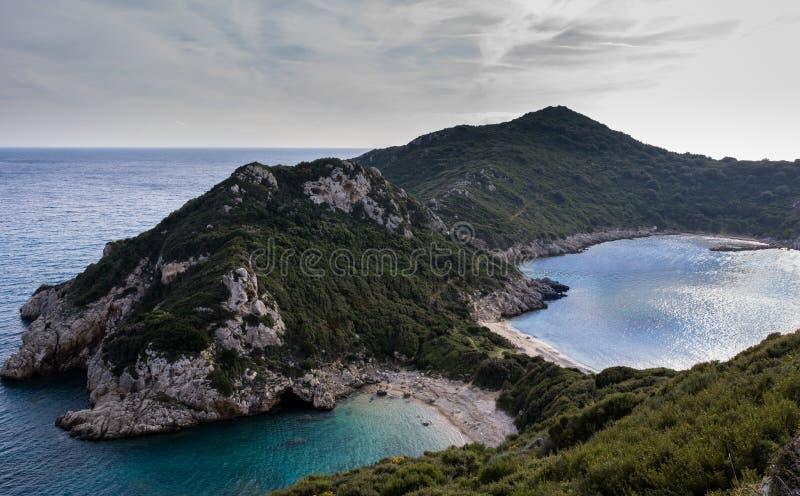 Porto Timoni, de dubbele baai in Afionas Korfu Griekenland royalty-vrije stock fotografie