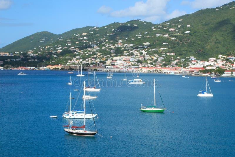 Download Porto tropicale immagine stock. Immagine di montagna, molo - 3881853