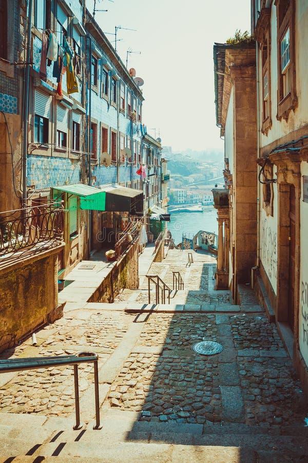 Download Porto ulica rzeka obraz stock. Obraz złożonej z portugalia - 65225619