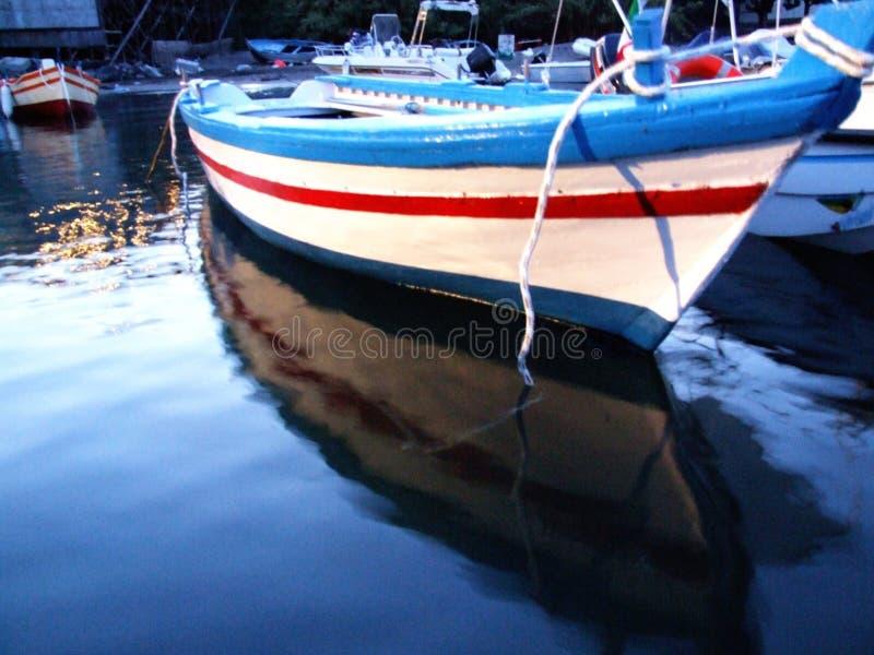 Porto Ulisse-Ognina-Catania-Sicilia-Itália - terras comuns criativas pelo gnuckx imagens de stock royalty free