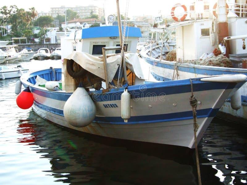 Porto Ulisse-Ognina-Catania-Sicilia-Itália - terras comuns criativas pelo gnuckx fotos de stock royalty free