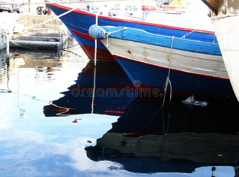 Porto Ulisse Ognina Catania Sicilia-Italy - idérika allmänningar vid gnuckx royaltyfri foto