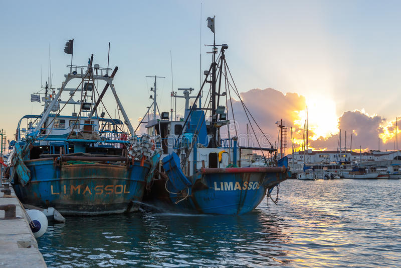 Porto velho de Limassol no por do sol chipre foto de stock royalty free