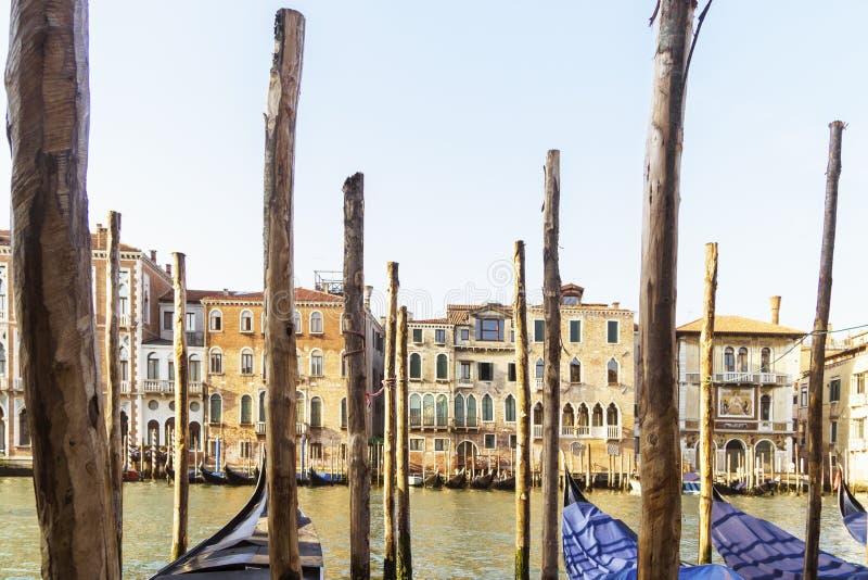 Porto Venetian com as gôndola nos turistas de espera da manhã imagem de stock