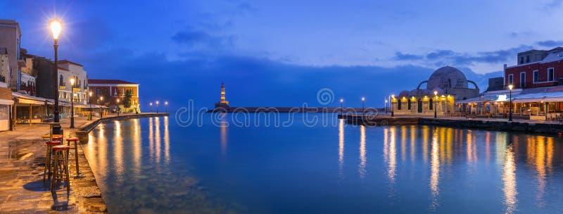 Porto Venetian velho de Chania na Creta na noite imagens de stock