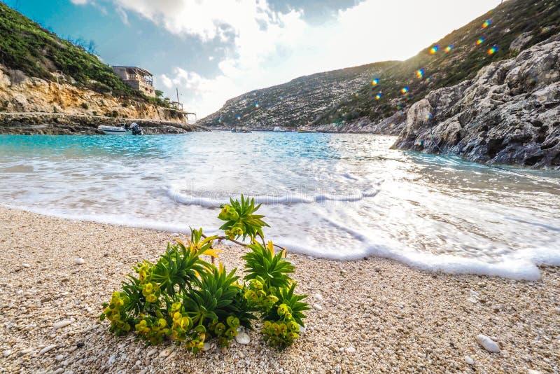 Porto Vromi het eiland van strandzakynthos, Griekenland bij zonsondergang stock fotografie