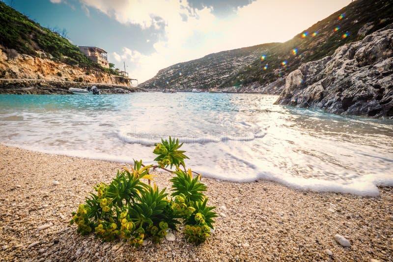 Porto Vromi het eiland van strandzakynthos, Griekenland bij zonsondergang stock afbeelding