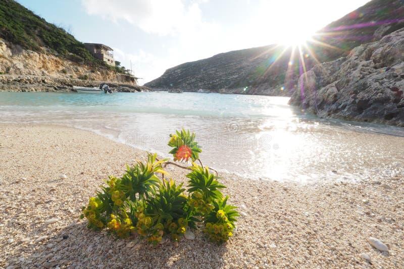 Porto Vromi het eiland van strandzakynthos, Griekenland bij zonsondergang stock foto