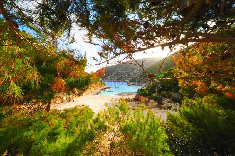 Porto Vromi Zakynthos in de zomertijd Niemand op het strand kleur stock foto
