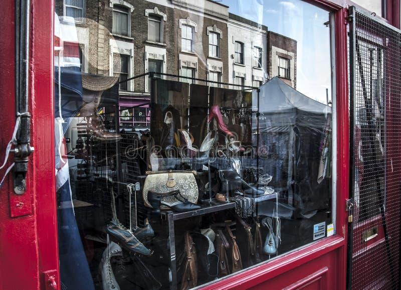 Portobello路市场葡萄酒商店窗口 免版税图库摄影