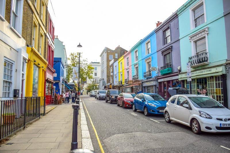 Portobello-Straßen-Markt, eine berühmte Straße im Notting Hill, London, England, Vereinigtes Königreich lizenzfreie stockfotos
