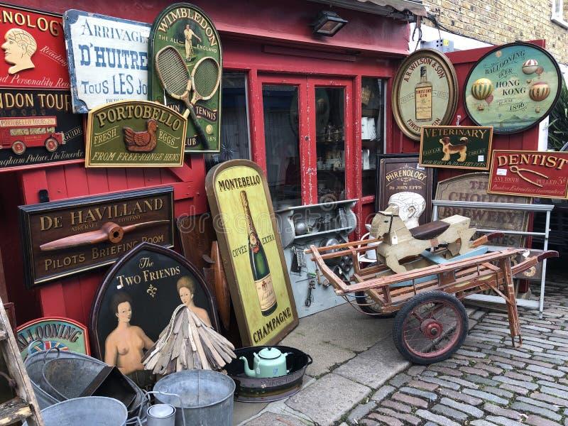 Portobello väg i London, England royaltyfri fotografi