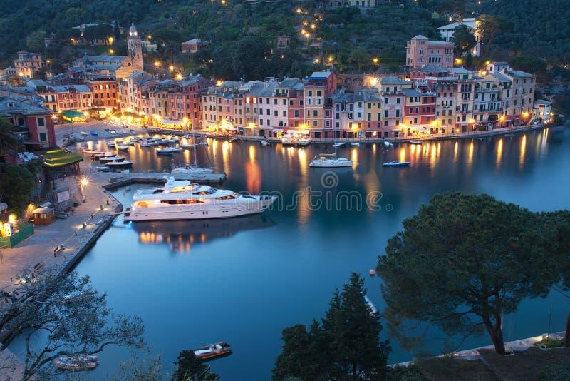 Portofino τή νύχτα στοκ φωτογραφία με δικαίωμα ελεύθερης χρήσης