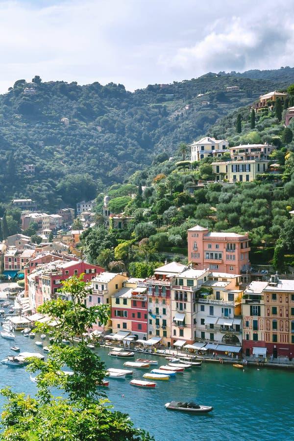 Portofino, de provincie van Genua, Ligurië, Italië: 09 augustus 2018 Portofinolandschap, beste Mediterrane plaats met kleurrijke  stock afbeeldingen