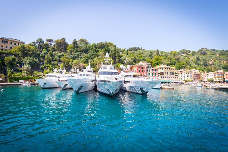 Portofino, Itália - iate do luxo do verão 2016 - três fotos de stock