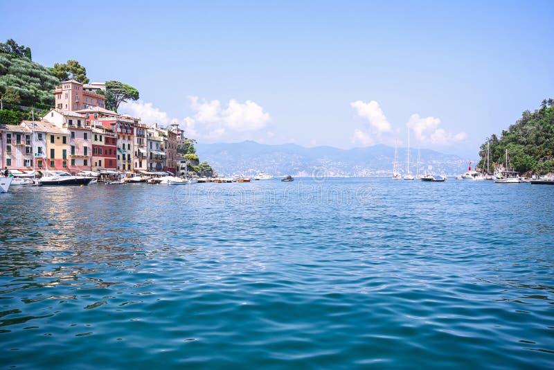 Portofino, jest Włoskim wioską rybacką, Włochy Urlopowy kurort z malowniczym schronieniem Denny wybrzeże z kolorowymi domami zdjęcie royalty free