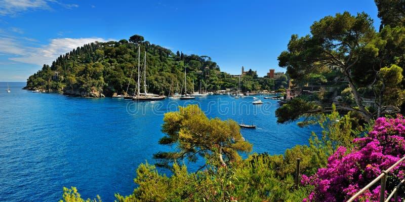 Portofino by på Ligurian kust i Italien royaltyfria foton