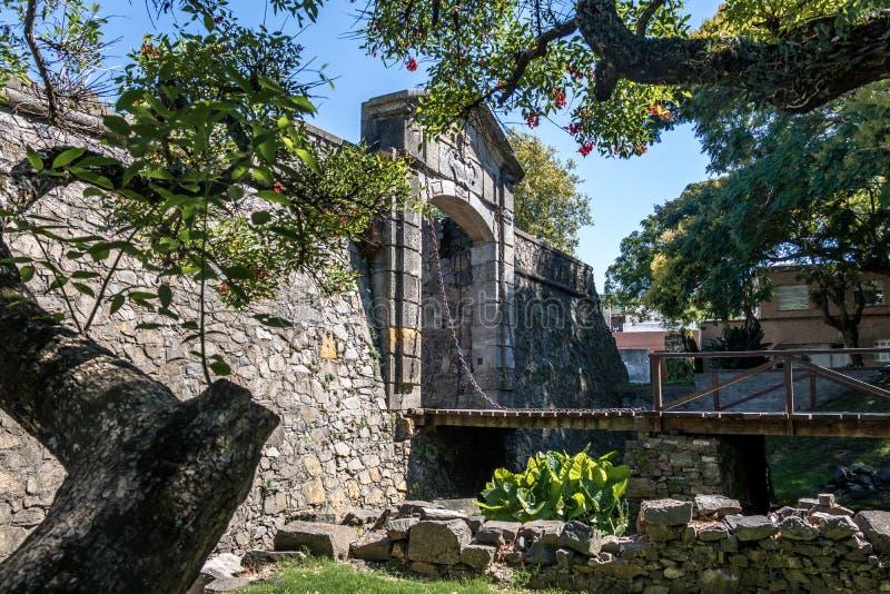 Porton de园地City门-科洛尼亚德尔萨克拉门托,乌拉圭 免版税库存图片