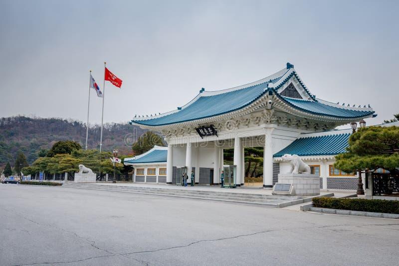 Portone commemorativo nel cimitero nazionale di Seoul, Corea (portone commemorativo di traduzione coreana) immagini stock