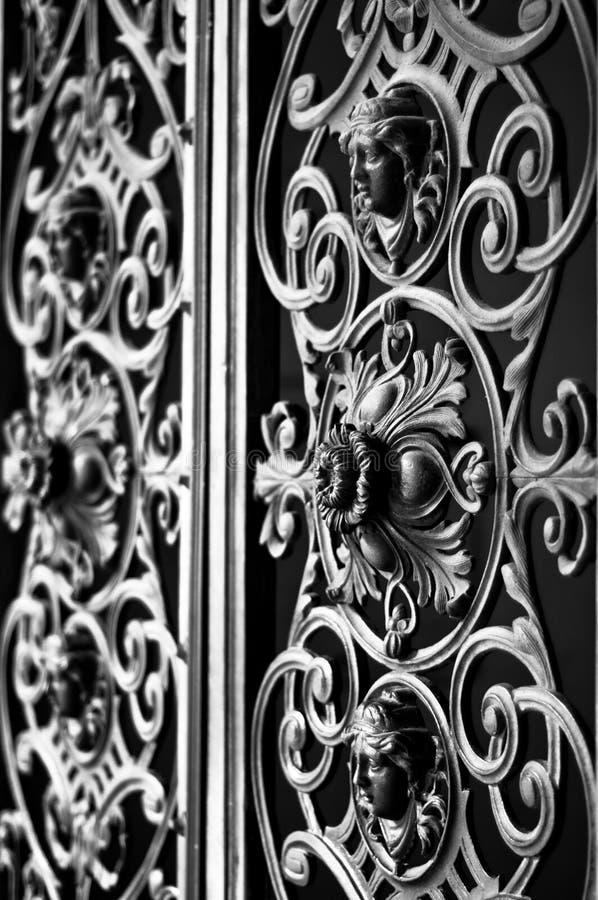 Portone decorativo del metallo immagine stock