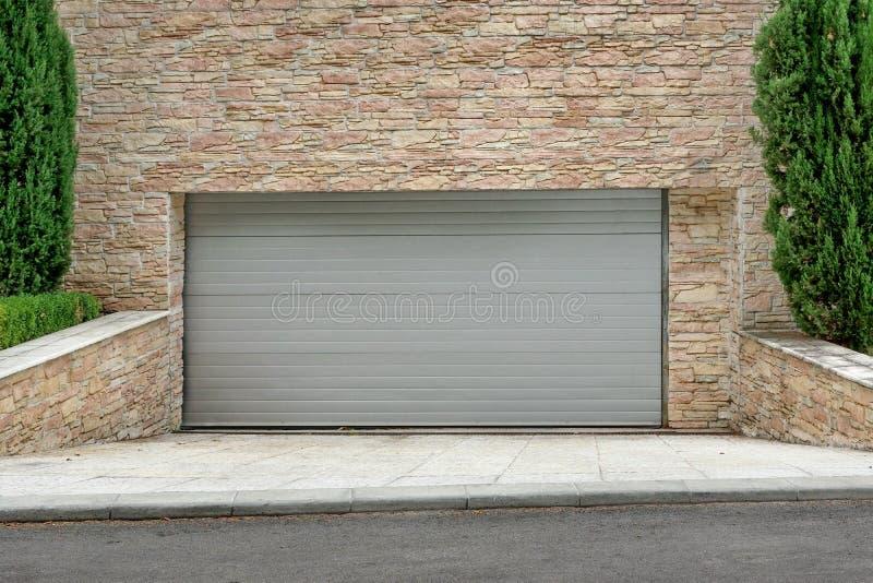 Portone del garage del rotolo-su elettrico automatico o flessione commerciale Doo fotografie stock libere da diritti