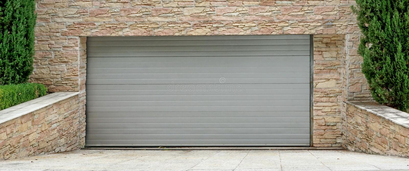 Portone del garage del rotolo-su elettrico automatico o flessione commerciale Doo fotografia stock