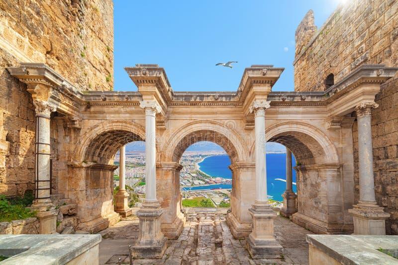 Portone del ` s di Hadrian - entrata ad Adalia, Turchia immagini stock libere da diritti