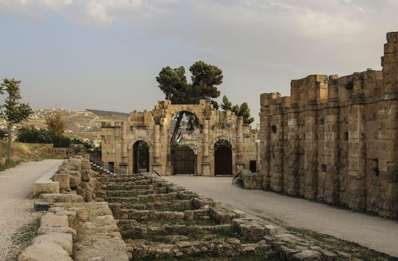 Portone del sud della città romana antica di Gerasa, Jerash moderno, J fotografia stock libera da diritti