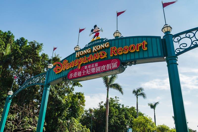 Portone dell'entrata della località di soggiorno, del punto di riferimento e di popolare di Hong Kong Disneyland per attrazione t immagini stock