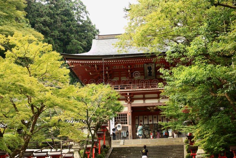 Portone di Deva in tempio di Kurama immagini stock