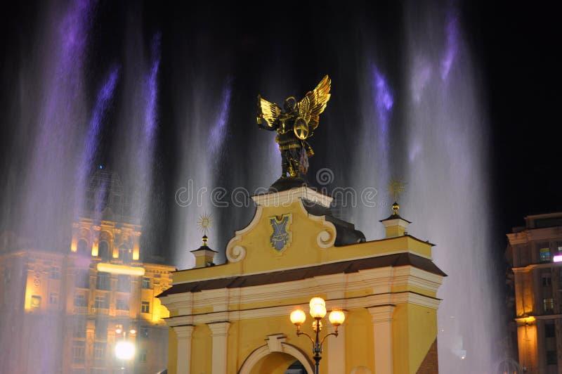 Portone di Lyadsky del monumento sul quadrato di indipendenza a Kiev immagine stock libera da diritti