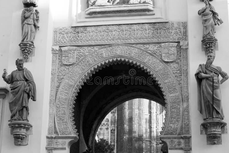 Portone di Moorsih al patio della cattedrale fotografia stock libera da diritti