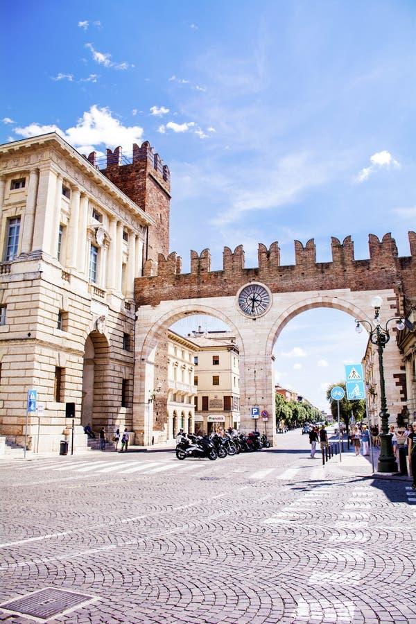 Portone di orologio a Verona, Italia fotografia stock libera da diritti