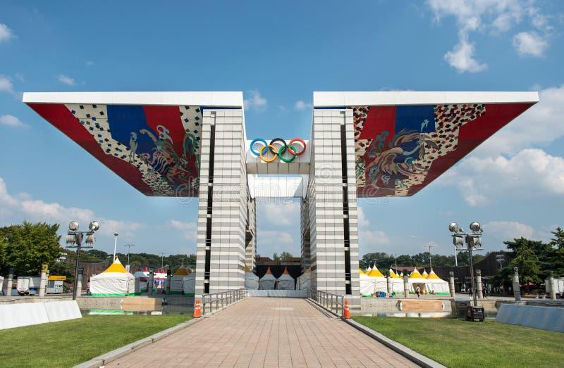 Portone di pace di mondo Il ventiquattresimo simbolo rappresentativo olimpico delle sculture, Corea del Sud di Seoul immagini stock libere da diritti