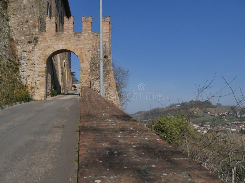 """Portone di Sasso a Castell """"Arquato immagini stock"""