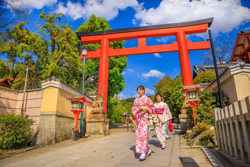 Portone di Torii del santuario di Yasaka fotografia stock libera da diritti