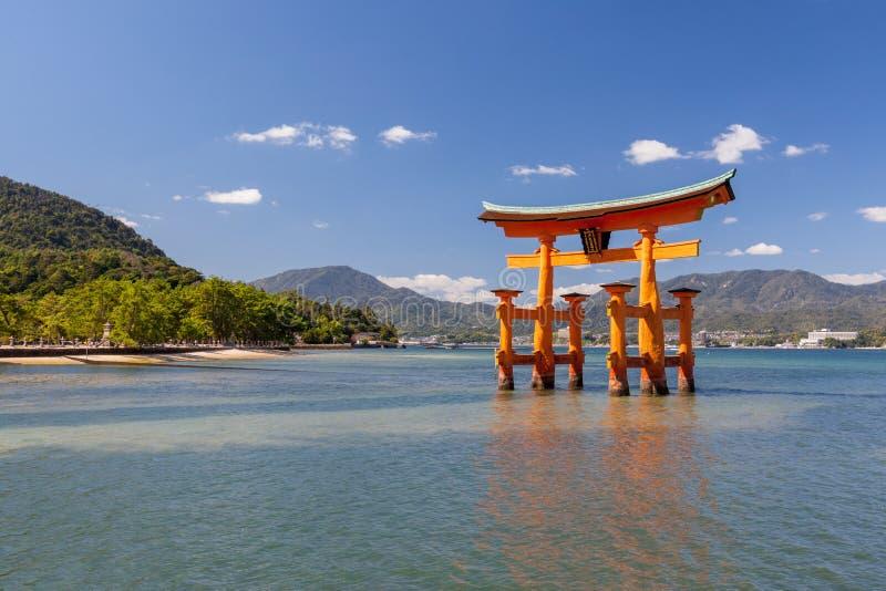 Portone di Torii a Miyajima Giappone fotografia stock libera da diritti