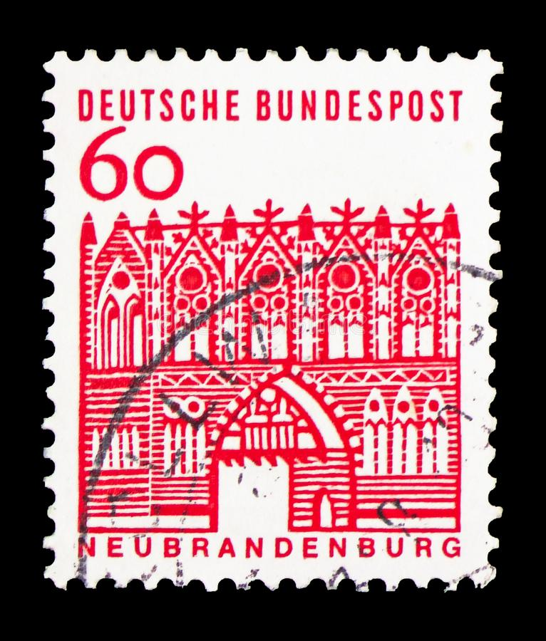 Portone di Treptow, Neubrandenburg, costruzioni tedesche da un serie da dodici secoli, circa 1964 fotografie stock libere da diritti