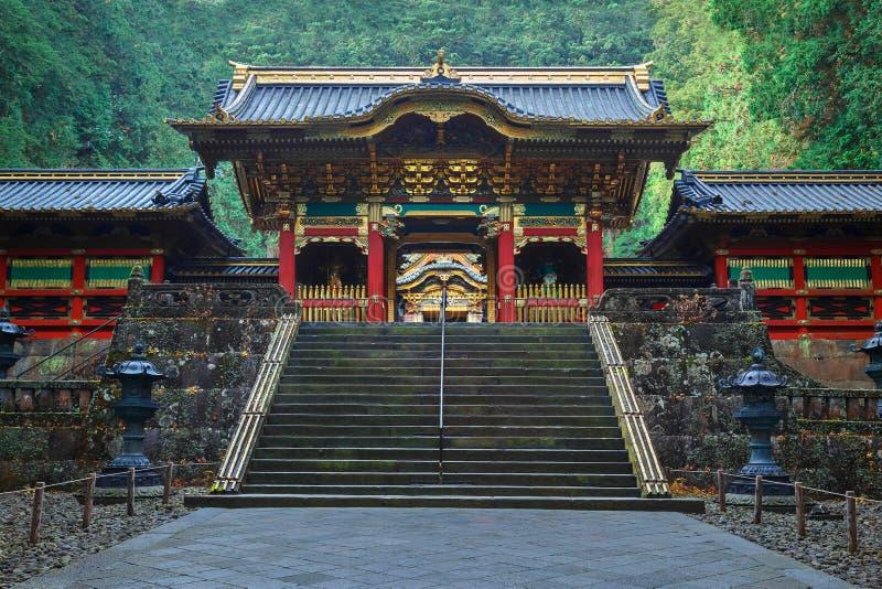 Portone di Yashamon al santuario di Taiyuinbyo a Nikko, Giappone fotografie stock libere da diritti