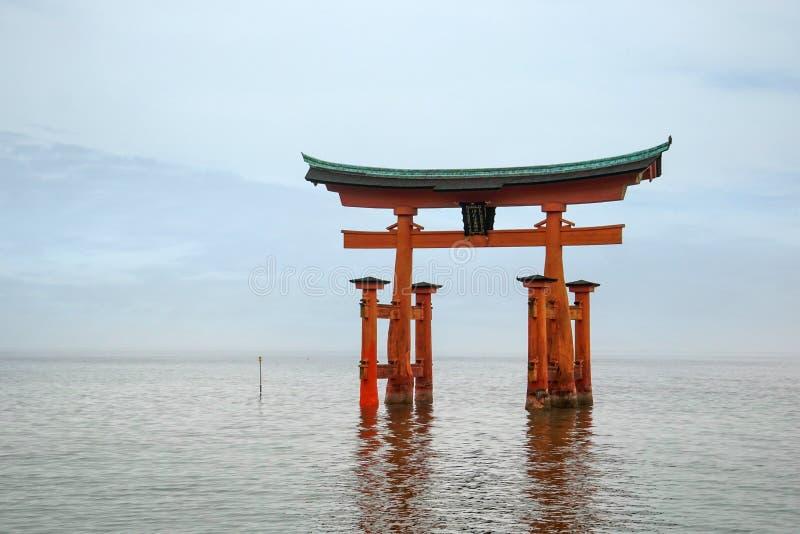 Portone grande di galleggiamento di torii, itsukushima, Hiroshima fotografia stock