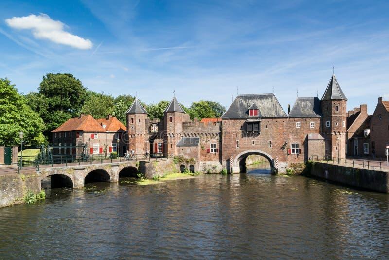 Portone Koppelpoort della città a Amersfoort, Paesi Bassi fotografia stock libera da diritti
