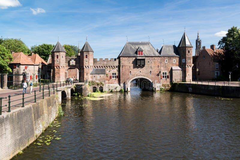 Portone Koppelpoort della città a Amersfoort, Paesi Bassi fotografie stock