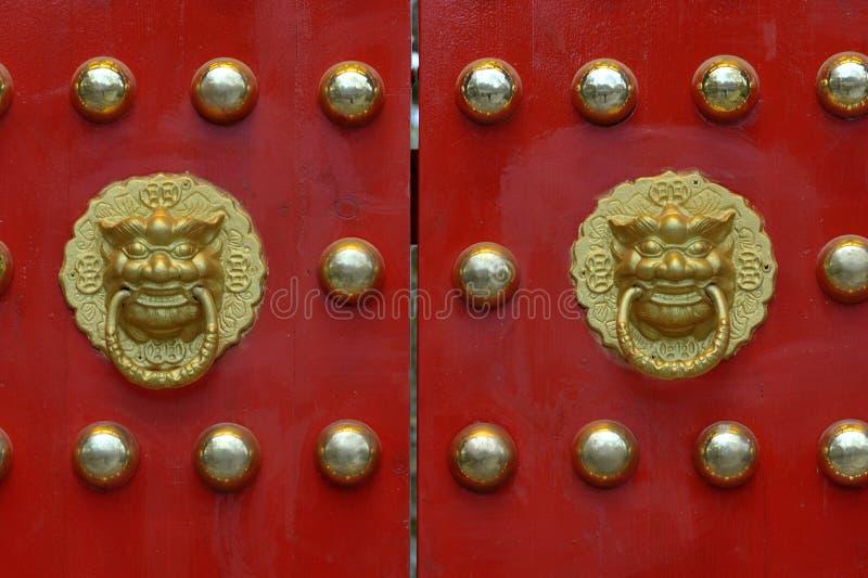 Portone tradizionale cinese del palazzo immagini stock