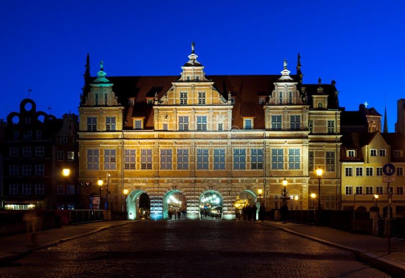 Portone verde a Danzica, colpo di notte fotografie stock libere da diritti