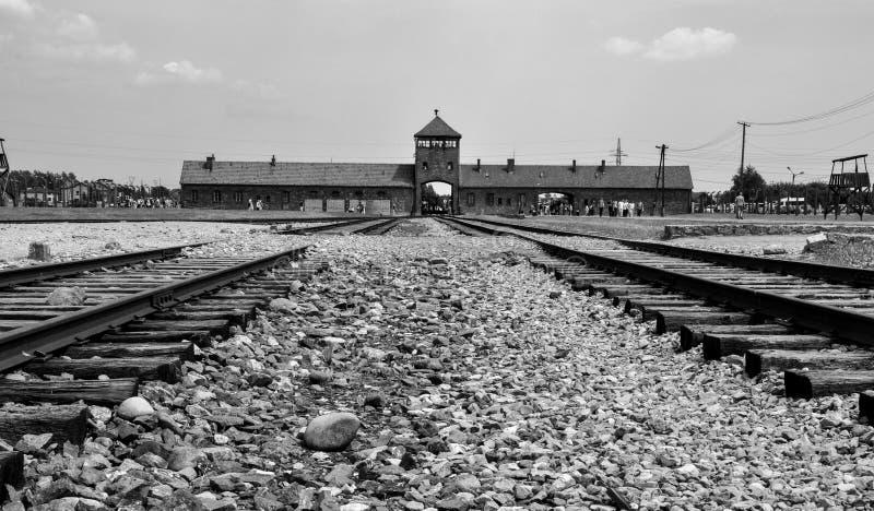 Portoni principali del campo di concentramento Auschwitz - Birkenau, Polonia fotografia stock
