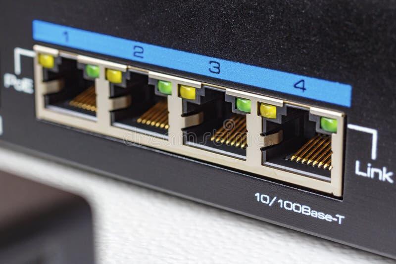 Portos do interruptor dos ethernet com o close up da função do ponto de entrada fotografia de stock royalty free