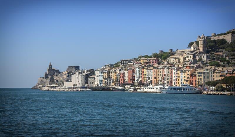 Portovenere färgade hus bredvid Cinque Terre, Italien royaltyfri foto
