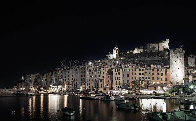 Portovenere, Nachtfoto auf Hafen und Dorf-Skylinen. Cinque terre, Ligurien Italien stockfotos